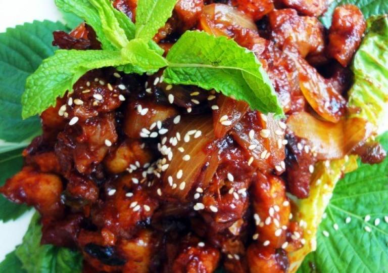 Жареная свинина по-корейски — Dwaejigogi-bokkeum