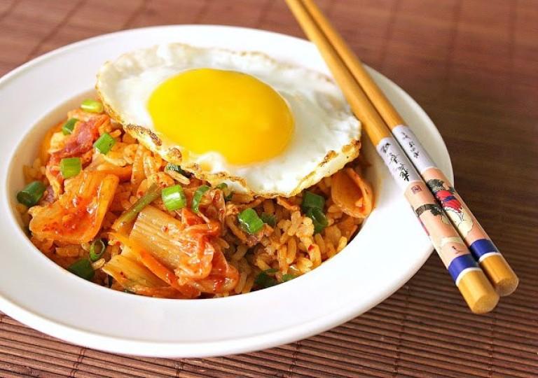 Рис с беконом и кимчи — Gimchi Laiseu